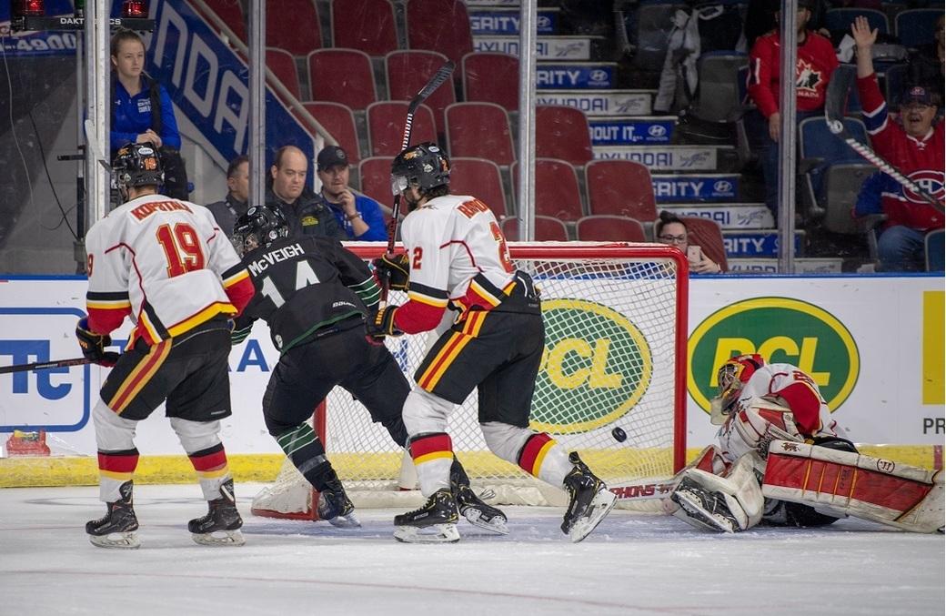 6ac873ddeb3 Quarterfinal 1  Huskies advance to semifinal round — Men s Hockey ...